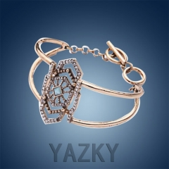 Fashion bangle with peltate pendant