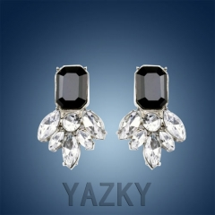 Fashion earring with crystals pendant