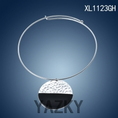Fashion choker necklace with big emblem pendant